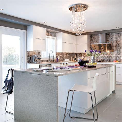 table de cuisine contemporaine cuisine contemporaine d 39 un blanc miroitant cuisine