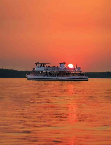 Boat Cruise Wisconsin Dells by Dells Boat Tours Dinner Cruise Serves Up Sunsets And