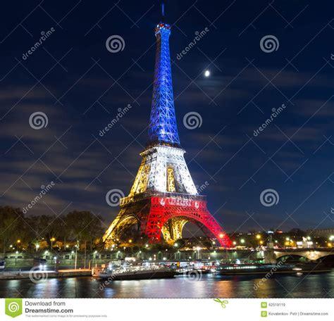 de toren van eiffel bij nacht parijs frankrijk