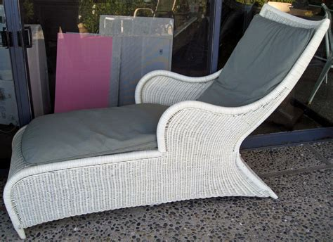 Pair Of Wicker Chaise Lounge Chairs (bluntantiques
