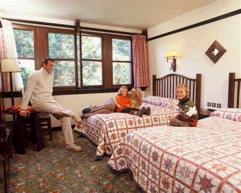 chambre golden forest disney hotels sequoia lodge standard room