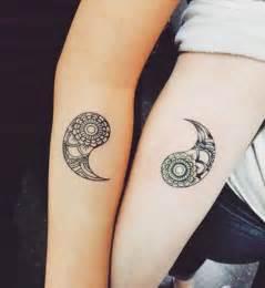 Tatouage Couple Original : tatouage couple commun tatouage commun couple avec rose ~ Melissatoandfro.com Idées de Décoration