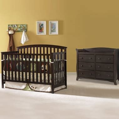 graco freeport classic crib graco cribs freeport 2 nursery set classic