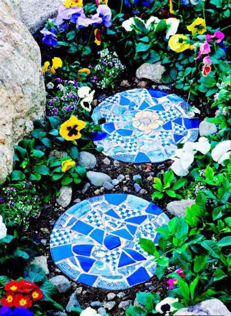 diy stepping stones  brighten  garden walk