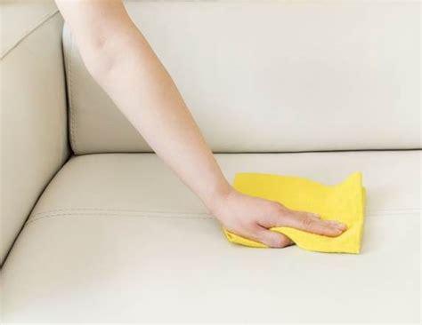 faire briller un canapé en cuir nettoyer un canapé en cuir tout pratique