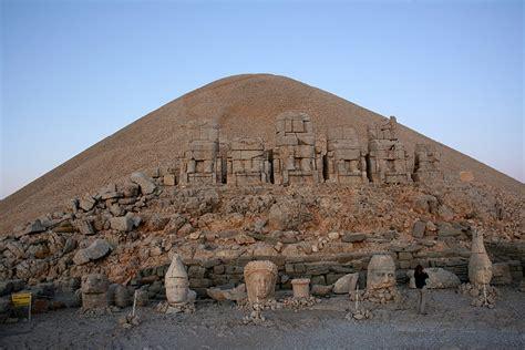 la chambre gogh le mont nemrut en turquie est la maison des dieux