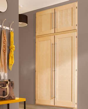 porte battante cuisine installer une porte de placard battante les bonnes
