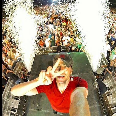 Enrique Iglesias #Selfie
