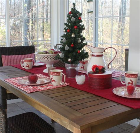 dining table  sunroom  christmas  hooked  houses
