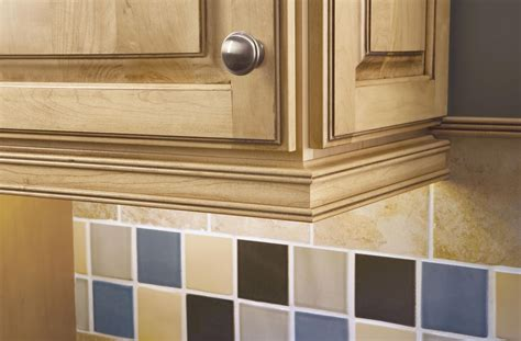 cabinet rail molding idea to hide cabinet lights inside the