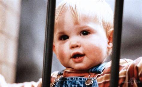Mazulis brīvsolī (Baby`s day out) | Filmas oHo.lv