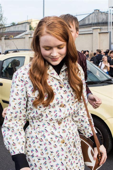 sadie sink arriving   prada fashion show