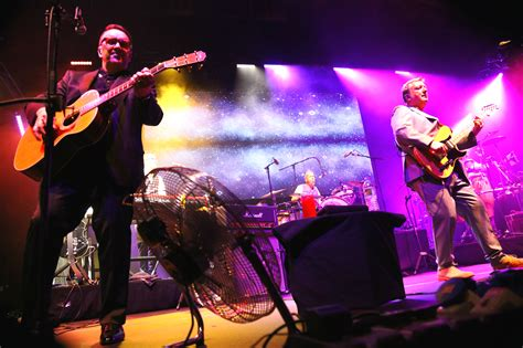 Squeeze top songs include up the junction, cool for cats. Squeeze - De Montfort Hall, Leicester, 14/10/2017 | God Is In The TV