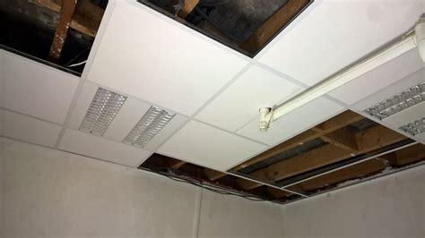 plafond suspendu dalle 60x60 dalle de plafond 60x60 fixer un faux plafond en dalles amovibles dalle faux plafond bord