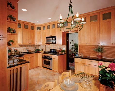 Holiday Seattle Maple Sandalwood II   Kitchen Cabinetry