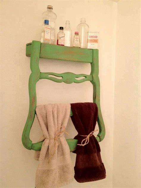 chaise porte serviette dossier de chaise transformé en porte serviette et meuble
