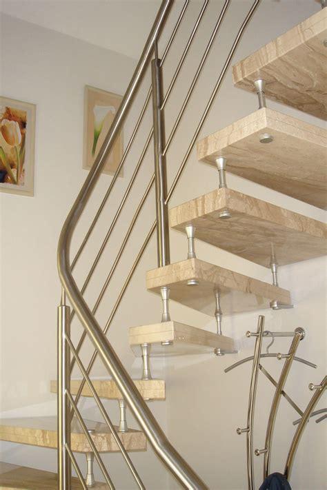 freitragende treppe aus naturstein granit marmor