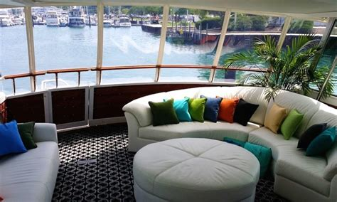 Boat Rental Chicago Wedding by Lake Michigan Chicago Yacht Charter Rental Here S