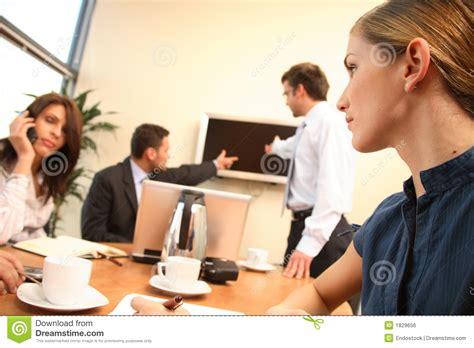 femmes dans les affaires groupe de personnes pendant le