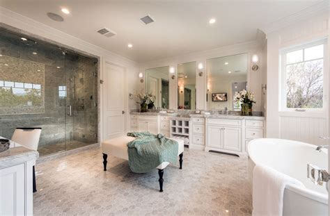 Luxurious Mansion Bathrooms (pictures)