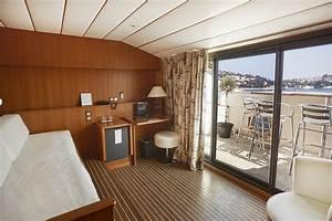 Une Suite Au Couleur D39une Cabine De Bateau En Bord De Mer