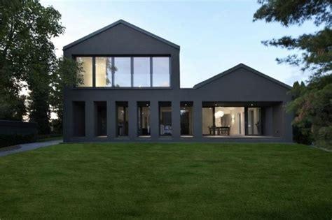 Moderne Häuser Farben by Moderne Haus Fassade Dunkle Farbe Glas Fronten Vorne