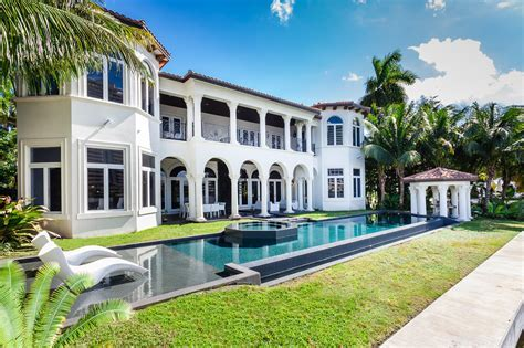 Waterfront mansion in Golden Beach listed for $14.95M