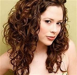 Cheveux Court Bouclé Femme : coupe de cheveux femme long degrade boucle ~ Louise-bijoux.com Idées de Décoration