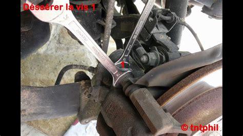 comment changer les plaquettes de frein arriere sur scenic 2 comment changer les plaquettes de frein de sa voiture facilement tuto