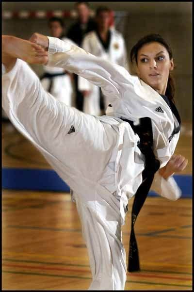 pin by tough girls on girls and martial arts female martial artists martial arts women