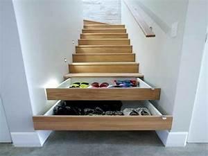 tiroirs de rangement dans les marches de cage d39escalier With peindre des marches d escalier en bois 15 cage descalier 20 idees deco pour un bel escalier
