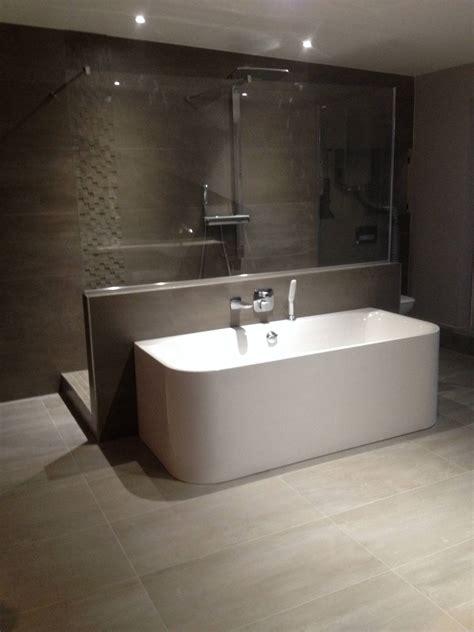 baignoire a seuil abaisse installation de salle de bain 224 strasbourg erkol carrelage