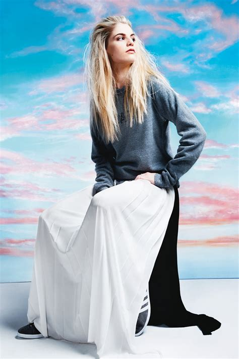 london grammar star hannah reid  dress   ease
