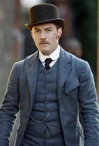 Jude Law Photos Photos - Sherlock Holmes Films in London ...