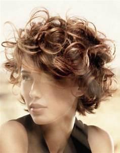 Coupe Courte Bouclée : coupe courte cheveux boucles ~ Farleysfitness.com Idées de Décoration