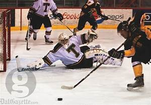 Frost Week fans disappointed by men's hockey - Dalhousie ...
