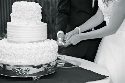 how to cut a wedding cake 3 don ts for your cake cutting ceremony wedding