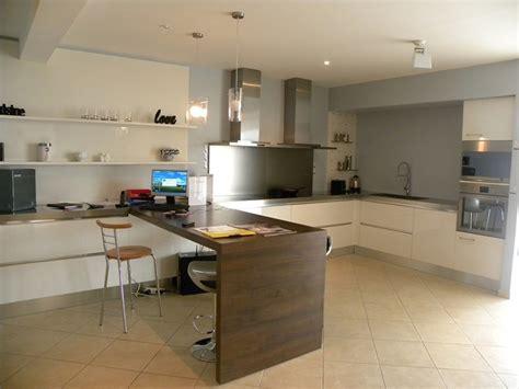 table de cuisine plan de travail cuisine marbre et bois