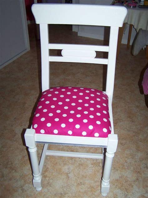refaire une chaise chaise en paille et bois repeinte en blanc avec assise