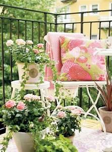 schoner garten und toller balkon gestalten ideen und With garten planen mit bunte solarleuchten balkon