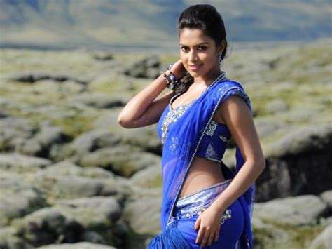 amala paul s looks in saree filmibeat