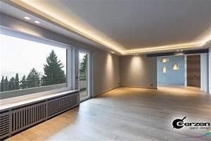 Wohnzimmer Decke Verkleiden : abgeh ngte decke in einem modernen wohnzimmer wandnischen mit indirekter beleuchtung ~ Watch28wear.com Haus und Dekorationen
