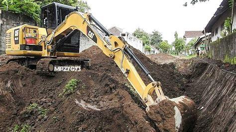 mini excavator cat   working digging dirt youtube