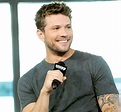 Ryan Phillippe Goes Shirtless While Recovering From Injury ...