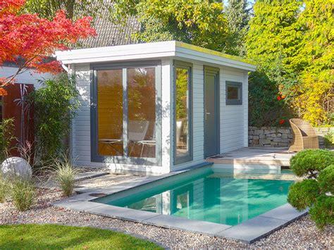 Familiengarten Mit Schwimmteich Und Sauna