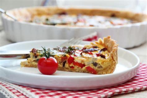 pai cuisine pai med bacon løk paprika og blåmuggost trines