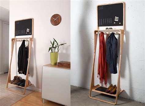 eine kompakte doch multifunktionale massivholz garderobe