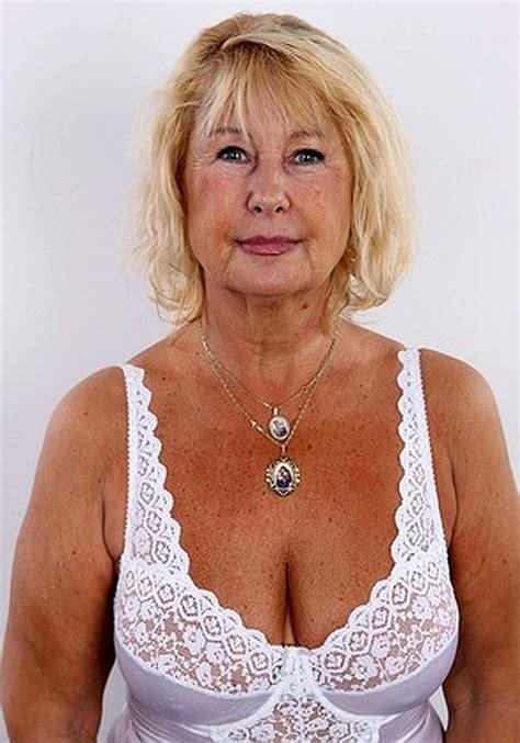 kurze behaarte blondine anal busty