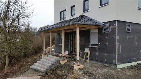 Holzeingangsueberdachungsonderkonstruktion1 Vordach