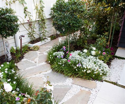 Small Garden : This Picture-perfect Courtyard Garden Is Small In Size But